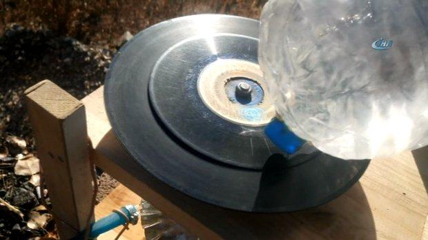 Pet şişe ve su ile çalışan Gramofon yaptı