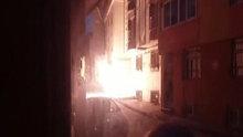 Elektrik direğindeki patlamalar korkuya yol açtı