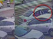 Arabadan inmeden hırsızlık kamerada