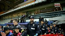 Futbolcular sahaya polis üniformasıyla çıktı