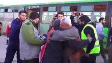 Halep'ten tahliye edilen siviller böyle sevindi