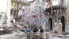 Yılbaşı ağacını 160 ülkenin parasıyla süsledi