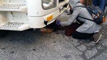 Hafriyat kamyonunun altında kurtarılmayı böyle bekledi