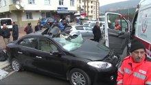 Ataşehir'de bir otomobiL, başka bir otomobilin üstüne düştü