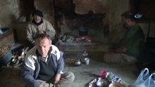 3 kardeş virane evde yaşam mücadelesi veriyor