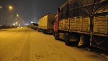 Ankara-Konya yolu devrilen TIR nedeniyle trafiğe kapandı