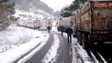 Yoğun kar nedeniyle Çanakkale - İzmir karayolu kapandı