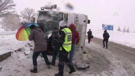 Kırıkkale'de midibüs devrildi: 26 yaralı