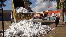 Okulda öğrencilere kar sürprizi