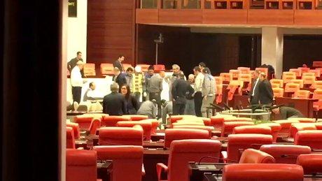 Meclis'te dün hasar gören kürsü tamir edildi