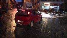 İstanbul'da buzlanan yollarda yayalar ve araç sürücüleri zor anlar yaşadı