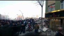Zeytinburnu'da bina çöktü