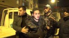 Gençler 1,5 kilo altın çalan hırsızı yakalayıp polise teslim etti