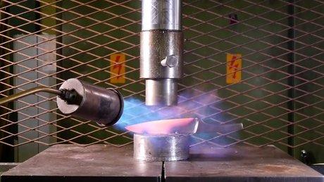 1000 derecede ısıtılan bıçak preslenirse...