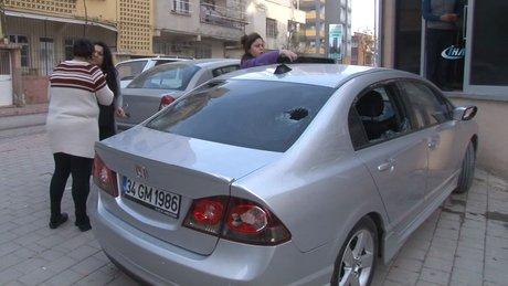 Kocasına kızan kadın, öfkesini otomobilden çıkardı