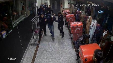 Güngören'de hısızların suçüstü yakalandığı operasyon kamerada
