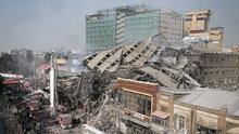 İran'da 17 katlı bina canlı yayında çöktü