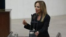 Aylin Nazlıaka, kendini Meclis kürsüsünde mikrofona kelepçeledi