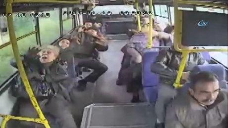 Antalya'daki 9 kişinin yaralandığı trafik kazası kamerada