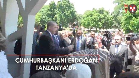 Cumhurbaşkanı Erdoğan, Tanzanya'da Afrika davulu çaldı