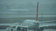 Kar yağışı hava ulaşımını vurdu