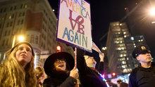 LGBTİ aktivistlerinden Donald Trump karşıtı gösteri