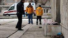 Beyoğlu'nda evsiz bir kişi donarak can verdi