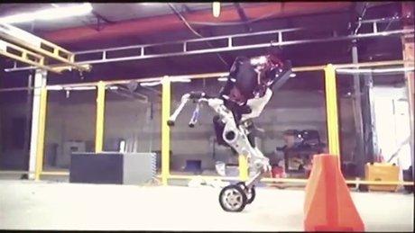 Yeni robotları görücüye çıktı