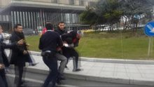 Şişli'de vatandaş polise vuran zanlıyı linç etmeye çalıştı