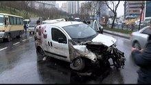 Şişli'de ağaca çarparak savrulan aracın motoru yerinden söküldü