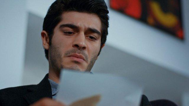 Murat, çocukluk fotoğraflarını yırtıyor!