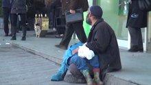 """Taksim'de vicdansız """"baba"""" oğlunu bayıltarak böyle dilendirdi"""