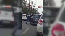 Yol ortasında sürücüyü bıçakladı