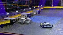 Boks maçını aratmayan robot dövüşü!