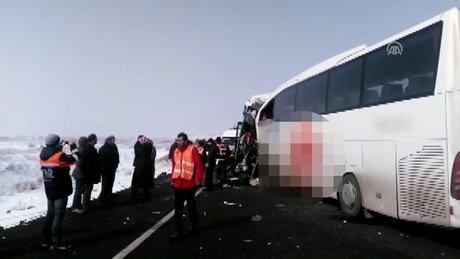 Iğdır'da iki yolcu otobüsü çarpıştı: 6 ölü 20 yaralı