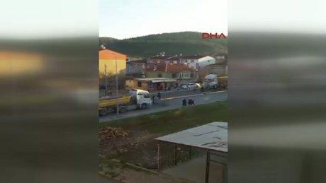 """""""Ölüm Yolu""""nda hafriyat kamyonu sürücüsü ile mahalleli kavgası"""