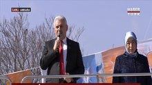 Başbakan Arena dışındaki kalabalığa seslendi