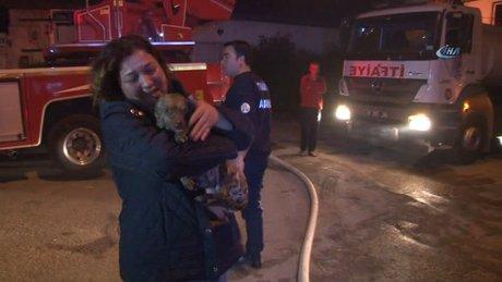 Yangından kurtarılan köpeğine sarılıp ağladı