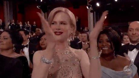 Nicole Kidman Oscar gecesine damga vurdu