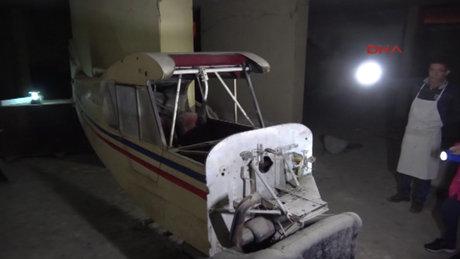Binanın bodrum katından uçak çıkt
