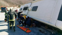 Türk Metal Sendikası üyelerini taşıyan otobüs devrildi