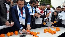 Hollanda'ya portakal sıkarak protesto!