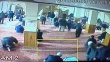 Camideki hırsızlık girişimine cemaatten dayak kamerada