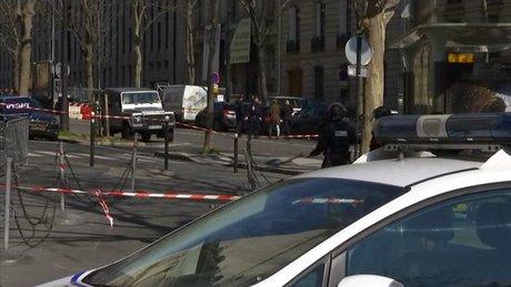 Paris'teki IMF ofisinde 'zarflı' patlama!