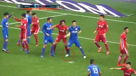 Çirkef futbolcuya asgari ücret cezası!