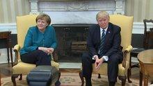 Trump, Merkel ile el sıkışmak istemedi, duymamış gibi yaptı