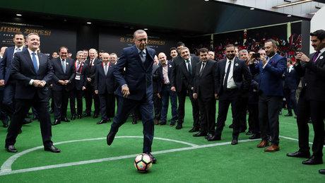 Cumhurbaşkanı Erdoğan'dan Desailly'ye penaltı golü
