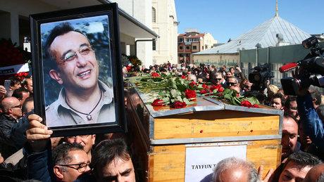 Gazeteci Tayfun Talipoğlu son yolculuğuna uğurlandı