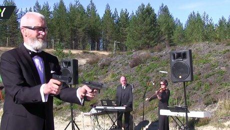 Tabancasıyla klasik müzik çalan keskin nişancı
