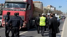 Hafriyat kamyonun altında kalan yaşlı kadın feci şekilde can verdi
